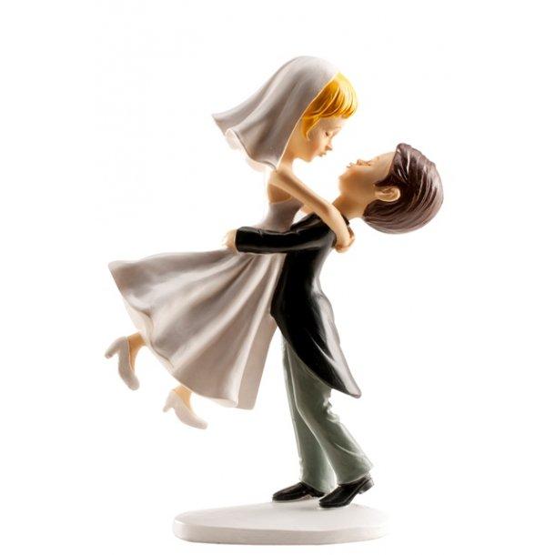 Brudepar - bruden løftes op i kram 16cm