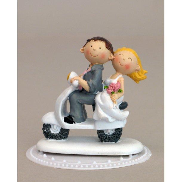 Brudepar på scooter